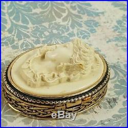 Vintage Estee Lauder White Christmas Cameo Solid Perfume Compact 1983 Rare Full